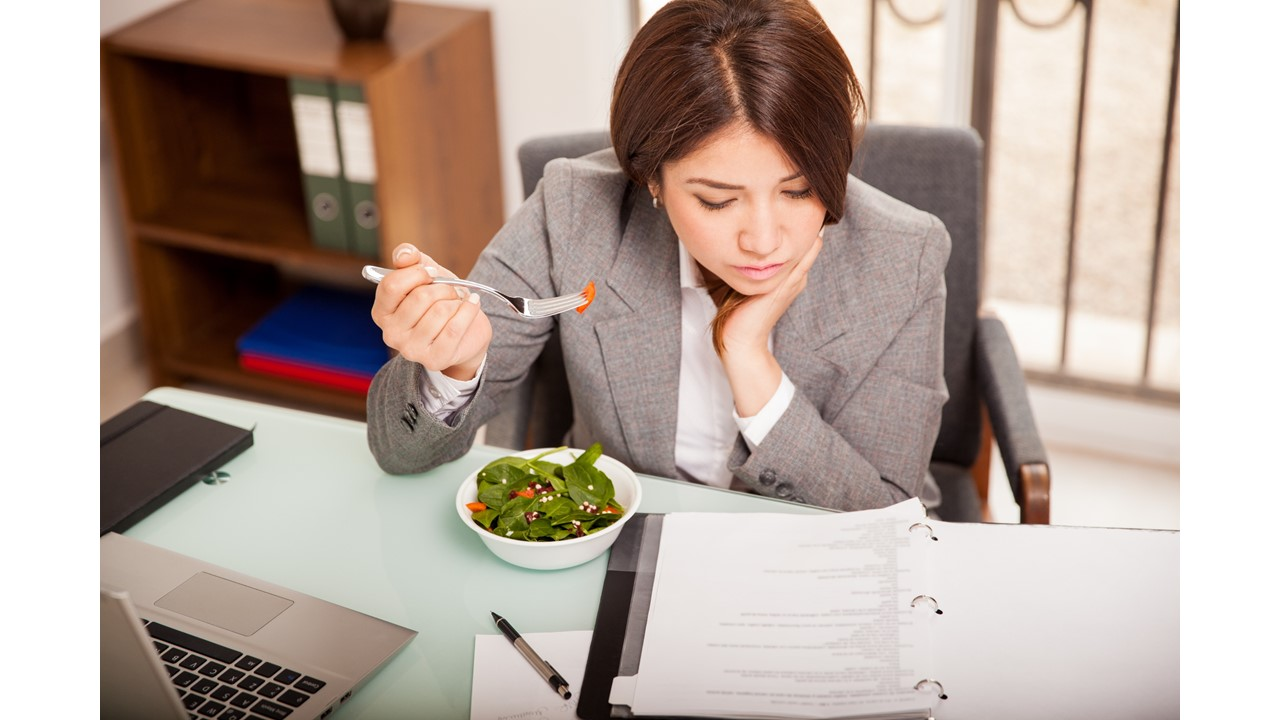 Lunch and Snack Tips for Moms (Including Breastfeeding Moms) at the Office