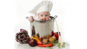 baby in a pot; daycare snacks & meal tips